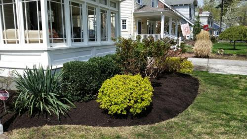 front-yard-flower-bed-landscaping